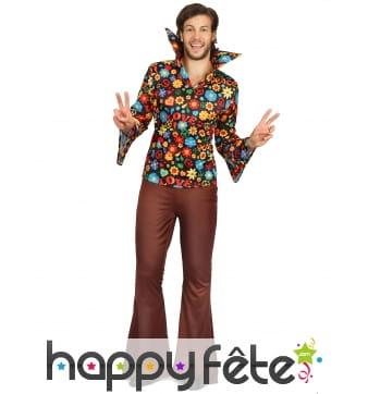 Tenue marron de hippie avec haut coloré