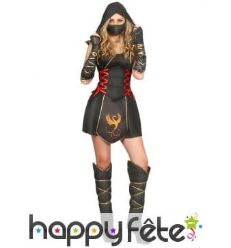 Tenue noire et dorée de femme ninja