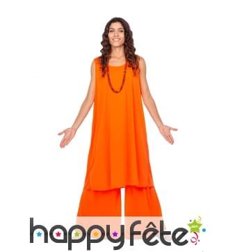 Tenue orange de bouddhiste pour femme
