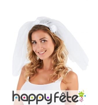 Voile blanc de mariée avec fleurs blanches