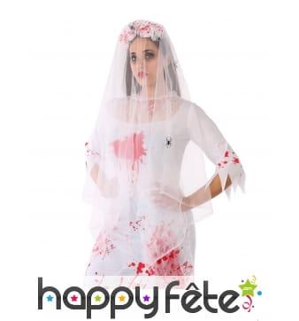 Voile de mariée blanc ensanglanté avec roses