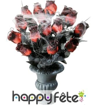 Vase gothique roses rouges et toile d'araignée