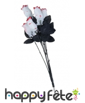 6 fausses roses blanches ensanglantées