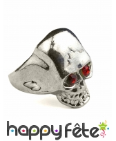 Anneau tète de mort en métal.