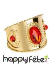 Bracelet doré serti de pierres rouges