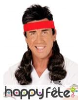 Bandeau rouge avec cheveux coupe mulet