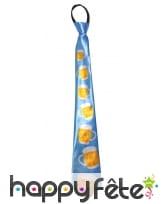 Cravate bleue décorée de verres de bières
