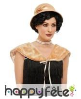 Chapeau crème années 20 avec étole