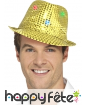 Chapeau doré à sequins et lumineux
