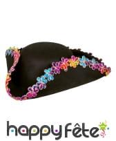 Chapeau de pirate noir avec fleurs colorées, image 1