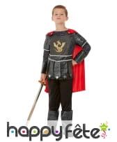 Costume de petit chevalier noir avec cape rouge, image 1