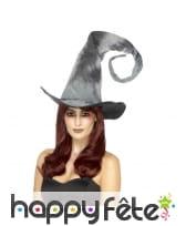 Chapeau de sorcière gris avec pointe en spirale