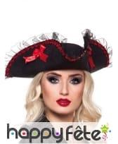 Chapeau féminin noir et rouge de pirate