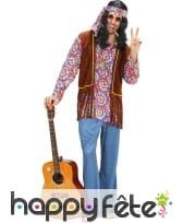 Costume hippie avec haut coloré psychédélique