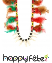 Collier indien avec perles en bois et plumes