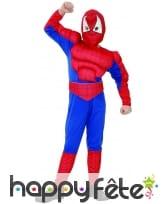 Combinaison musclée de petit homme araignée