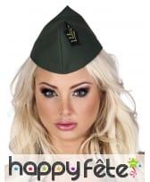 Coiffe militaire kaki avec insigne noir et vert