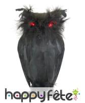 Chouette noire avec yeux lumineux
