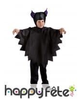 Cape noire de petite chauve-souris avec bonnet