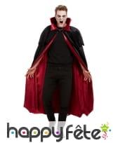 Cape noire de vampire avec doublure rouge