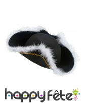 Chapeau noir de pirate bord en froufrou blanc