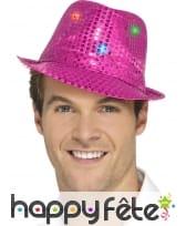 Chapeau rose et lumineux à sequins