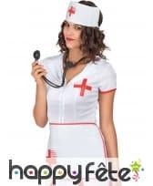 Coiffe, tablier et stéthoscope d'infirmière