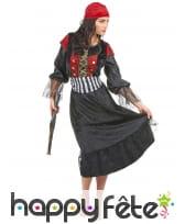Déguisement de femme pirate avec longue robe noire