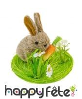 Déco de lapin sur herbe avec une carotte, 9x7.5cm