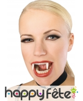 Dents phosphorescentes de vampire