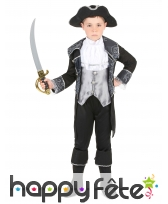 Elegant costume de petit pirate avec arabesques
