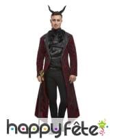 Elegante veste longue de diable, jabot et cornes
