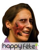 Fausse blessure avec insectes sous la peau