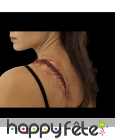 Fausse cicatrice recousue et gonflée en latex