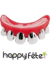 Fausses dents argentées