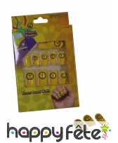 Faux ongles peace and love sur fond jaune