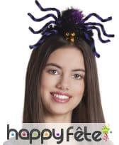 Grosse araignée violette sur serre-tête