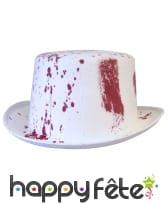 Haut de forme taché de sang