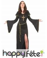 Long déguisement noir et doré de religieuse