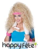Longue perruque blonde frisée style années 80
