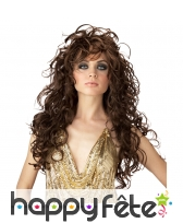 Longue perruque bouclée brune de séductrice