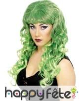 Longue perruque ondulée verte avec mèches noires