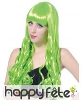 Longue perruque verte fluo ondulée, image 1