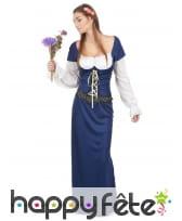 Longue robe bleue de bavaroise