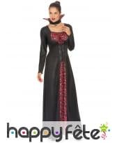 Longue robe de femme vampire imprimé têtes de mort