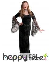 Longue robe gothique avec manches transparentes