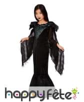 Longue robe noire de reine des corbeaux pour fille