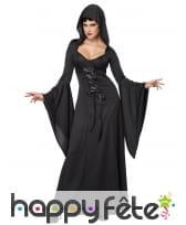 Longue robe noire unie avec manches amples
