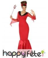 Longue robe rouge moulante de diablesse