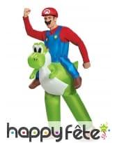 Mario à dos de Yoshi gonflable